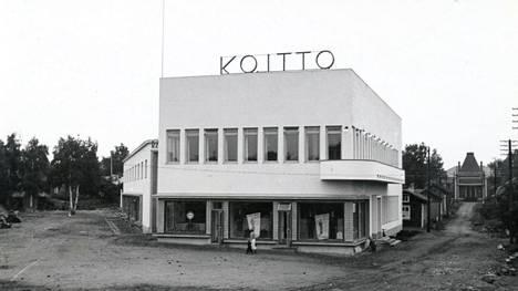 Vuonna 1939 valmistui Koiton keskustoimitalo Valkeakosken ydinkeskustaan. Puhdaslinjainen funkkisrakennus erottui huomattavasti ympäristöstään. Rakennuksen tunnistaa edelleen kaupunkikuvasta, vaikka sitä on korotettu vuonna 1950.