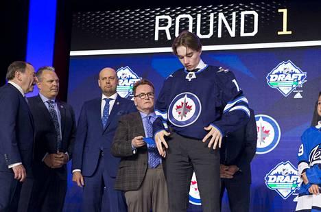 Suomalaisille tuttu Winnipeg Jets varasi Ville Heinolan.