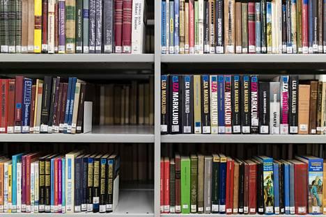 Pirkanmaan kirjastoissa on vuoden vaihtuessa koottu tilastoa lainatuimmista kirjoista. Seppo Jokinen ja Enni Mustonen ovat kirjailijoista eniten pirkanmaalaisten mieleen.