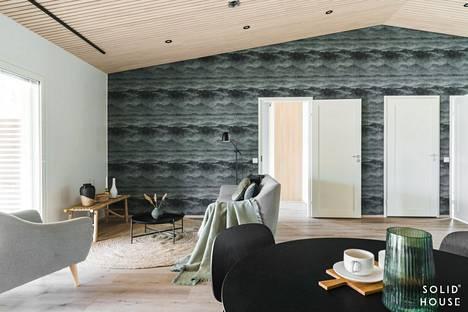 Stailauksessa sisustusmateriaalit sävytetään asunnon väreihin.