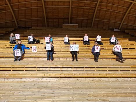 Veneskoski valittiin vuonna 2020 Satakunnan vuoden kyläksi. Kyläyhdistyksen aktiivit tiivistävät kylähengen kahteen sanaan. Raakku-kesäteatterikatsomon rakentaminen oli mittava yhteinen ponnistus.