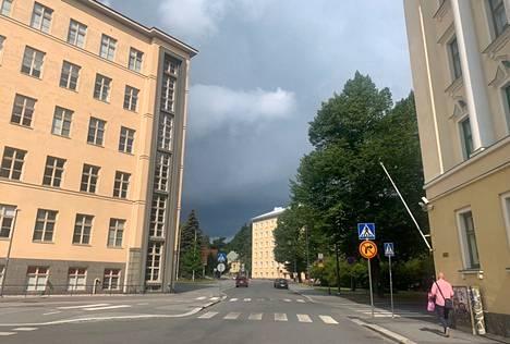Tampereen Pyynikillä taivas synkkeni sunnuntaina kello 11.05.