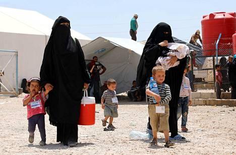 Viranomaiset eivät voi kommentoida, osallistuvatko al-Holin leiriltä saapuvat exit-toimintaan. Kuvan henkilöt eivät liity juttuun.