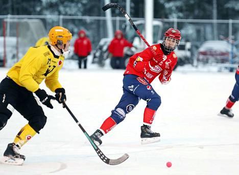 Bandyliigassa tehokkaasti aloittanut Narukerän Jaakko Hyvönen teki nuorten MM-kisojen runkosarjassa kaksi maalia Kazakstania vastaan. Sunnuntaina sama maa on vastassa pronssipelissä.