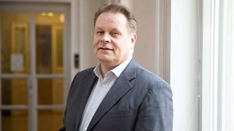 Hallintotieteen maisteri Kari Jääskeläinen on toiminut Katri Kulmunin (kesk.) erityisavustajana viime vuodesta lähtien.
