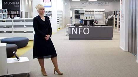 Nokian sivistysjohtaja Pauliina Pikka Nokian kirjasto- ja kulttuuritalo Virran esittelytilaisuudessa vuoden 2020 toukokuussa.