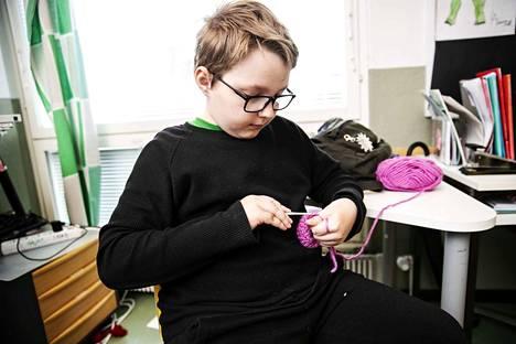 Hallilan koulutalon oppilas Ville Lehtinen kertoo viihtyneensä Pohjois-Hervannan koulutalossa.