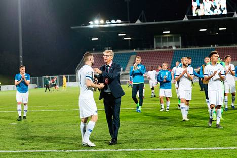 Päävalmentaja Markku Kanervan Huuhkajat pelaa Ukrainassa sunnuntai-iltana.