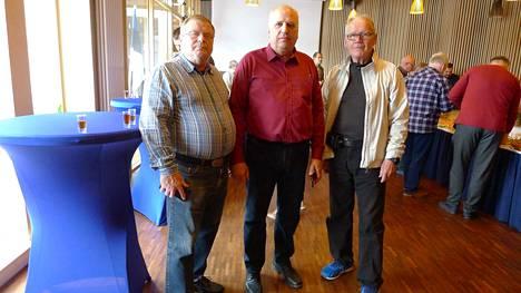 Olli Haapanen kävi Virossa Keuruun ystävyyskunta Jogevassa. Mauri Koskela, maatalousministeri Mark Järvik ja Olli Haapanen Palmusen lounastapahtumassa.