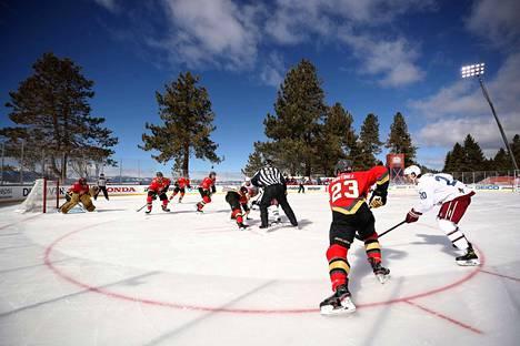 NHL:n ulkoilmaottelussa asettuivat vastakkain Colorado Avalanche ja Vegas Golden Knights.