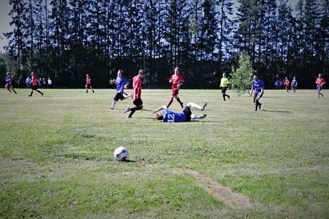 Sandö pelasi perinteisesti sinisissä ja Niittyluoto punaisissa.