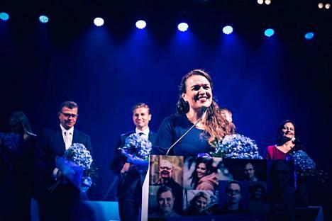 Kokoomuksen ensimmäisen kauden kansanedustaja Anna-Kaisa Ikonen eteni puolueensa puheenjohtajistoon. Ikonen otti tiedon valinnastaan vastaan kokoomuksen puoluekokouksessa Porissa sunnuntaina.