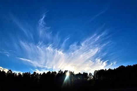 Mikäli sää pysyy pilvettömänä tänään, UV-indeksikin pysynee kolmessa. Etelä-Suomessa se voi nousta jopa neljään.