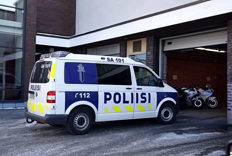 Poliisin toimintavalmiuden enimmäisajan tulisi olla vastedes eripituinen eri osissa Suomea, esittää Poliisihallitus.