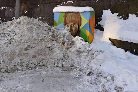 Sähkökaappeja on elävöitetty taiteen keinoin muuallakin. Tämä kuva on tältä talvelta Helsingistä.