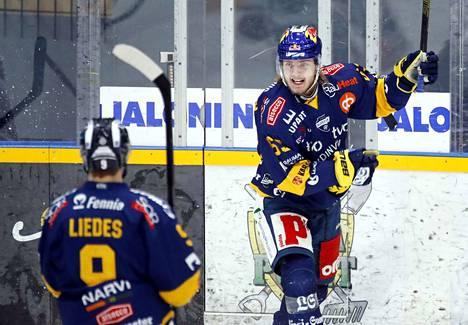 Mikko Petman oli yhtä hymyä lauantain paikallispelissä.