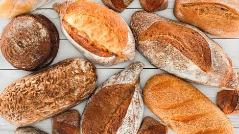 Lähikauppojenkin leipävalikoima on nykyään iso, ja monesta myymälästä saa myös juureen leivottua leipää.