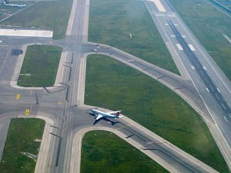 Lentokone joutui palaamaan Leonardo da Vinci (Fiumicino) -lentokentälle. Arkistokuva.