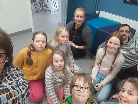Einari Vuorelan koulussa Keuruun Jukojärvellä opiskeli vielä muutama oppilas lähipetuksessa tiistaina. Töissä olivat myös Jarno Virta, Mari Tiilikainen ja Nina Myllykangas.