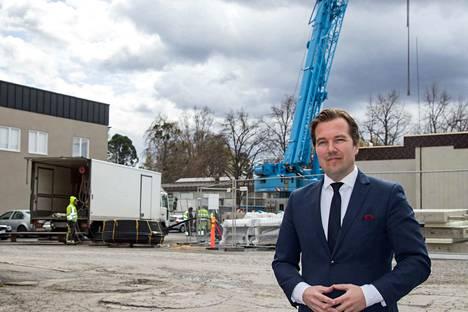 Akaan kaupunginjohtaja Antti Peltola on tyytyväinen hyvinvointikeskuksen saamaan poikkeuslupapäätökseen.