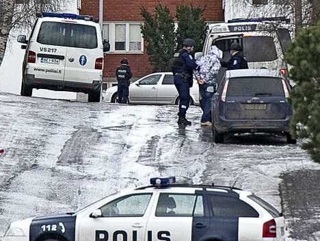 Vuonna 2012 poliisi iski United Brotherhoodin kerhotiloihin Turun Hakakadulla, kun kerhotiloissa ammuskeltiin. Krp:n mukaan UB:n jäsenistö on rikollisempaa ja väkivaltaisempaa kuin minkään muun rikollisryhmittymän jäsenet Suomessa.