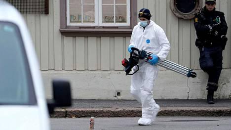 Poliisin tutkinta jatkui Kongsbergissä torstaina 14. lokakuuta.