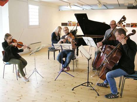 Trio La Rue vahvistettuna alttoviululla ja kontrabassolla tarjosi huikean tulkinnan Franz Schubertin Forellikvintetosta.