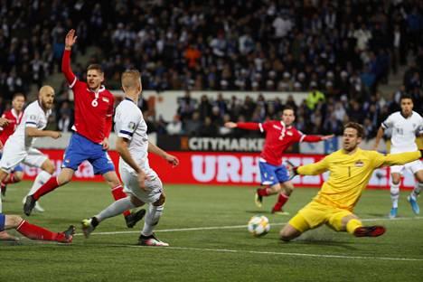 Pyry Soiri laukoi pallon maaliin Jasse Tuomisen syötöstä heti ottelun alussa, mutta paitsio pelasti Liechtensteinin.