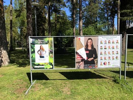 Köyliössä ilkivalta on kohdistunut vain demarien vaalimainoksiin, muiden puolueiden mainokset ovat saaneet olla rauhassa. Lukijan kuva Kepolan kylästä.