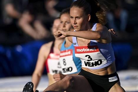 Viivi Lehikoinen on muiden suomalaisten yleisurheilijoiden tapaan viimeistellyt olympiavirettään Sagassa.