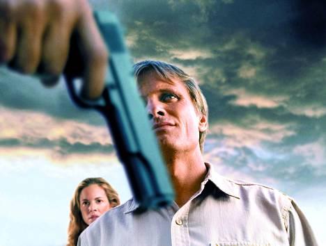 Perheenisä Viggo Mortensen estää ryöstön ja sen jälkeen A History of Violence -elokuvassa kuvioihin ilmestyy mies menneisyydestä.