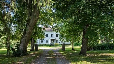 Historiallinen Selkeen kartano etsii uutta omistajaa. Kartano on kuningas Kustaa II Aadolfin 1600-luvulla perustama. Nykyinen päärakennus on 1700-luvulta.