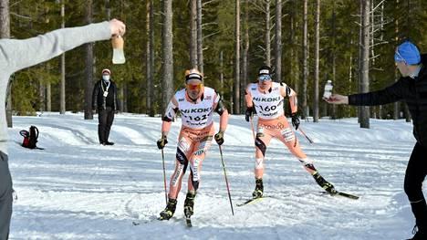 Jämin Jänteen voimakaksikko Ristomatti Hakola ja Markus Vuorela hiihtivät kauden päätöskilpailussa sijoille 3 ja 7.