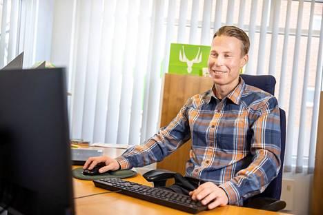 Taimikonhoitotöihin kuten varhaisperkaukseen on mahdollista saada valtion kemera-tukea. Metsäasiantuntija Antti Lounaja osaa kertoa lisää tukimahdollisuuksista ja auttaa metsänomistajaa tarvittaessa niihin liittyvissä ilmoituksissa ja hakemuksissa.