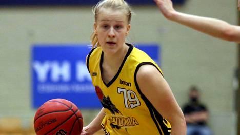 BC Nokian Mona Luoto heitti 17 pistettä ja otti 6 levypalloa divarin finaalipelien ensimmäisessä ottelussa Helsingissä.