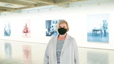 –Henkeä pidätellen olen odottanut museoiden aukeamista, huokaa Anita Böök Sara Hildénin taidemuseossa. Kari Vehosalon näyttely on Böökin mukaan pakko nähdä. Vaikka Böök itse tulikin museoon hetken mielijohteesta, hän pitää lipun ennakkovaraussysteemiä hyvänä. Osalle yleisöstä niin on helpompi saapua paikalle.
