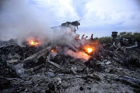 Hollannista Malesiaan matkalla olleen matkustajakoneen turmasta on jo viisi vuotta, mutta tyhjentäviä vastauksia tapahtumasta ei ole vieläkään saatu.