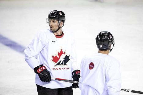 John Tavares joutui jäämään sivuun Kanadan joukkueesta.