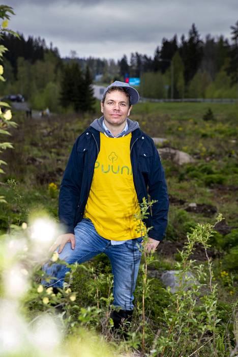 Puunin tavoitteena on muuttaa kuntien joutomaat lehtipuuvaltaisiksi lehdoiksi ja sekametsiksi, kertoo biokemisti Juha Siitonen. Luonnon kylvämät pihlajat saavat jäädä täydentämään tarjontaa, sillä usean puulajin metsät ovat vastustuskykyisiä tauteja ja tuhohyönteisiä vastaan.