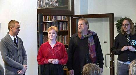 Järjestäjinä tapahtumassa toimi Poetry Open mic Mänttä -ryhmä, Aukusti Kalliokoski, Minna Pynnöniemi, Tomi Voronin ja Matti Kivilaht. Yhteistyökumppaneina toimivat Mänttä-Vilppula ja Arthotel Honkahovi.