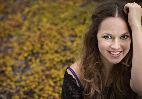 Petra Gargano saattaa vaikka laulaa luikauttaa kisojen tiimellyksessä.