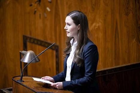 Pääministeri Sanna Marinin (sd.) mukaan Suomen lainsäädäntö on osoittautunut jäykäksi rajoittamistoimissa.