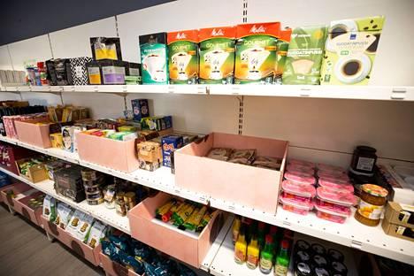 Puoti on jo läpäissyt elintarviketarkastuksen ja hyllyt täyttyvät vähitellen.