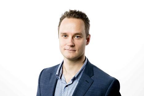 Toimittaja Markku Uhari. Kolumnikuva.