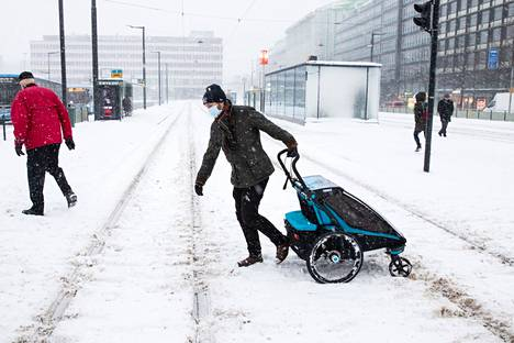 Sää koettelee tiistaina sekä kevyttä että raskasta liikennettä.