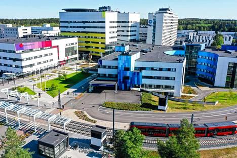 Tampereen yliopistollisen sairaalan infektioyksikkö kertoo lähes joka arkipäivä uusista mahdollisista altistumispaikoista Pirkanmaalla.