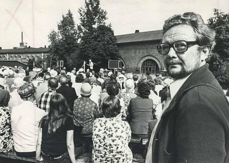 Lasse Pöysti Tampereen Teatterikesän avajaisissa 18.8.1976. Hän oli tuolloin johtanut Tampereen Työväen Teatteria kaksi vuotta. TTT:stä hän siirtyi Tukholmaan Kungliga Dramatiska Teaternin johtajaksi vuonna 1981.