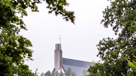 Apianlahden rannalla sijaitsevan Valkeakosken kirkon purkusuunnitelmat ovat aiheuttaneet kiivasta keskustelua jo useiden vuosien ajan. Kirkko vihittiin käyttöön vuonna 1969.