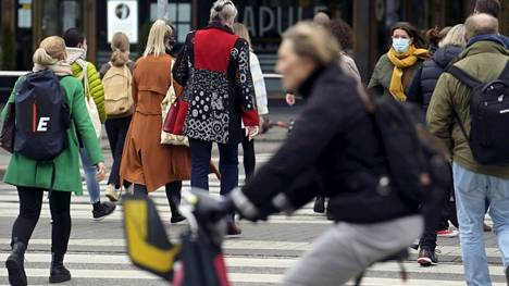 Suomen väkiluku kääntyy laskuun vuonna 2034 ja ikärakenne kärjistyy edelleen.