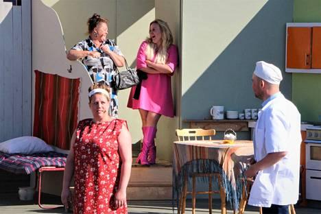 Ei saa kiusata. Päärooleissa nähdään Iris Halme, Katra Rinne, Johanna Lemmenranta ja Oskari Penttilä.